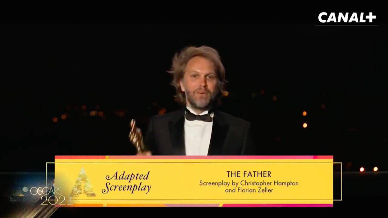 Florian Zeller remporte l'Oscar du meilleur scénario adapté pour The Father : «Merci à Anthony Hopkins»