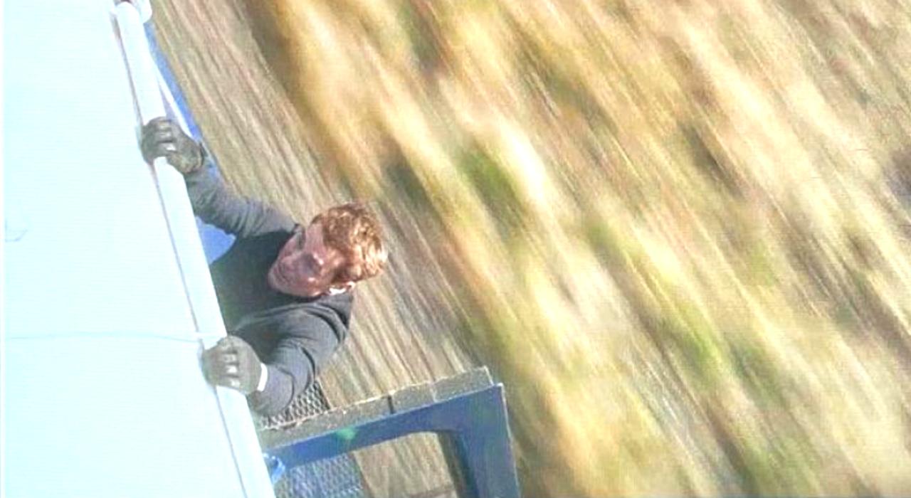 Tom Cruise s'accroche à un train sur le tournage de Mission : Impossible 7