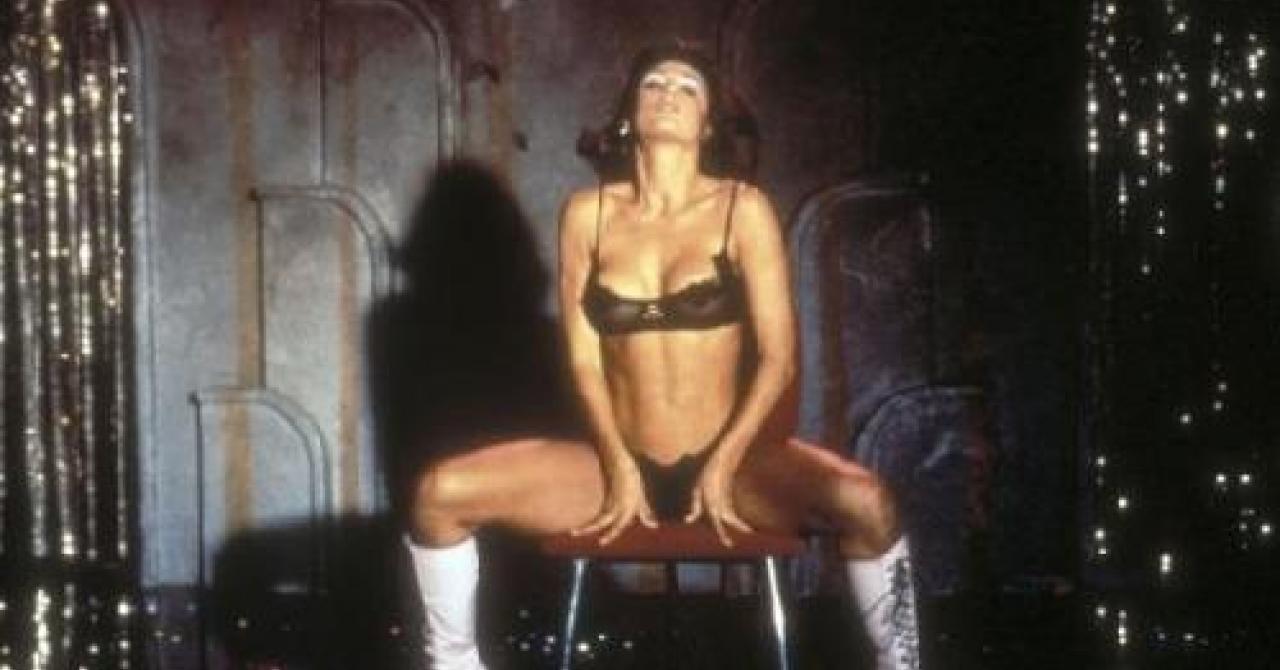 25 Scenes De Strip Tease Tres Sexy Au Cine Premiere Fr