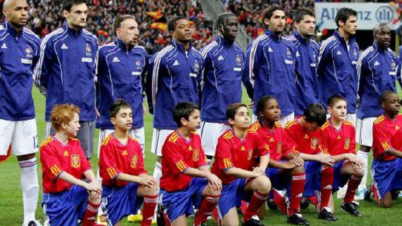 Coupe du monde 2010 l 39 quipe de france se rebelle et boycotte l 39 entra nement - Coupe de france l equipe ...