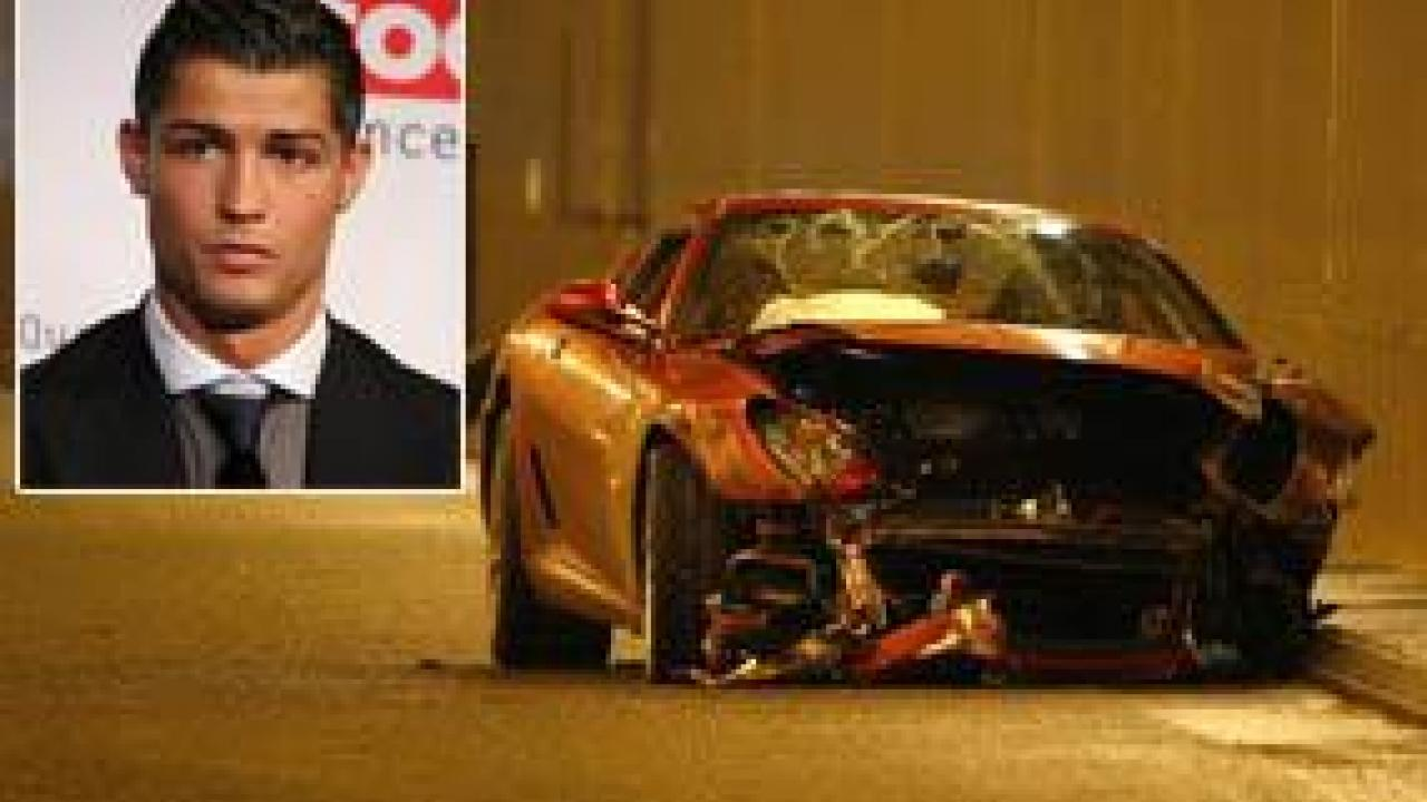 photo la voiture de cristiano ronaldo apr s son accident. Black Bedroom Furniture Sets. Home Design Ideas