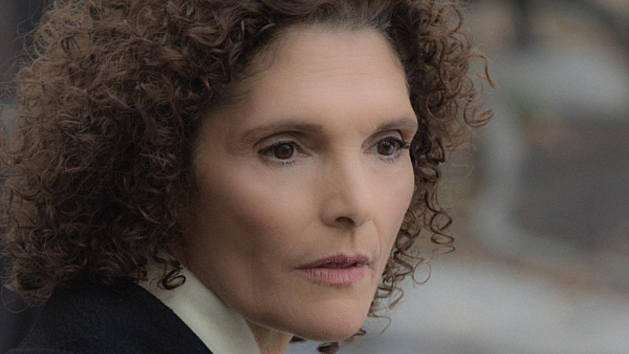 Watch Mary Elizabeth Mastrantonio video