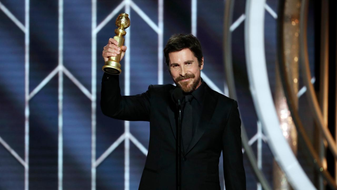 Calendrier Satanique 2019.Golden Globes 2019 Christian Bale Remercie Satan Dans Son