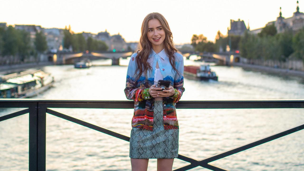Emily in Paris : Netflix joue le jeu de l'autodérision dans cette vidéo parisienne | Premiere.fr