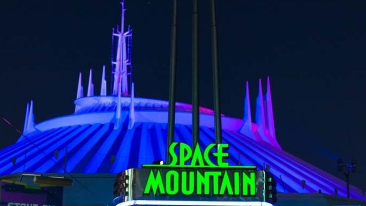 La célèbre attraction Disney adaptée en film — Space Mountain