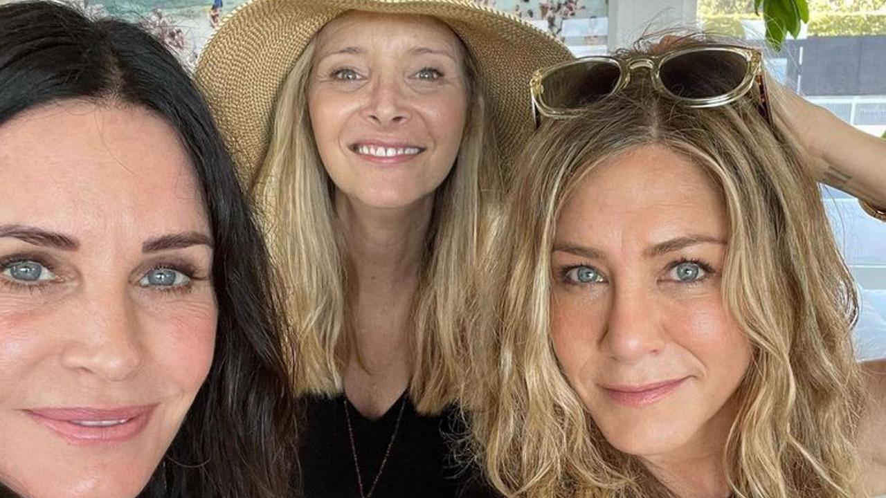 Friends Courteney Cox Jennifer Aniston and Lisa Kudrow