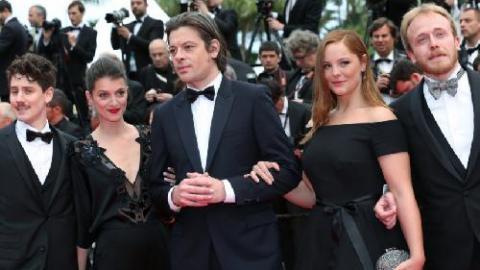 92afb7525df PHOTOS - Cannes 2014   Une actrice monte les marches dans une robe La  Redoute
