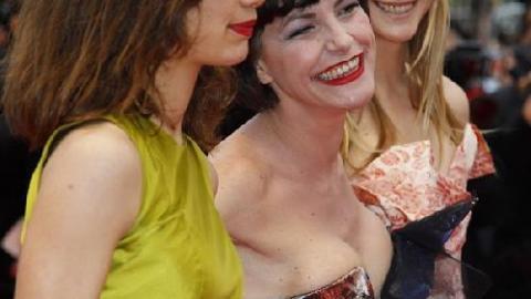 Esmeralda Fille De Lio photos - cannes 2010 : lio rayonnante entourée de ses deux filles
