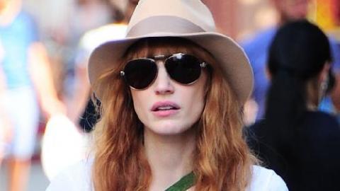 11b2d718a393 PHOTOS - Jessica Chastain   en mode incognito dans les rues de New York
