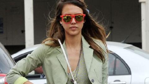 18efa36f2758 PHOTOS - La belle Jessica Alba en mode hippie-chic pour un déjeuner entre  copines   Premiere.fr