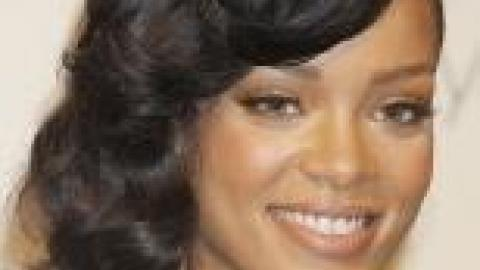 MODE. On a rencontré des fans (stylés) de Rihanna devant sa première boutique