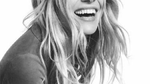 PHOTOS - Sienna Miller, jeune maman naturelle et pétillante pour Caroll !    Premiere.fr 08695b2e464