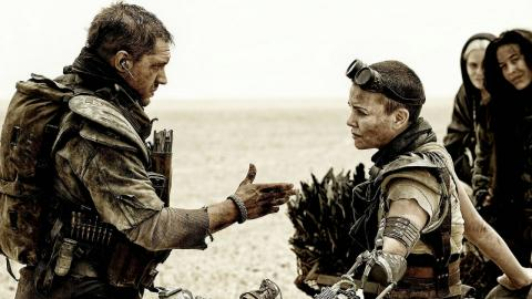 Charlize Theron et Tom Hardy dans Max Max : Fury Road (2015)