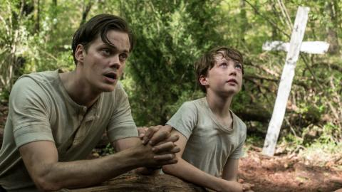 Bill Skarsgard dans The Devil All the Time