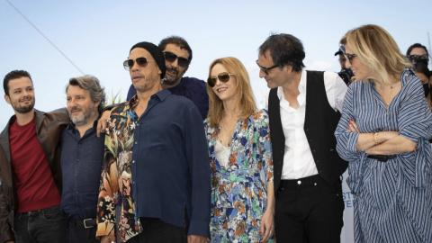 Cannes 2021: The photocall of the team of This music does not play for anyone, by Samuel Benchetrit