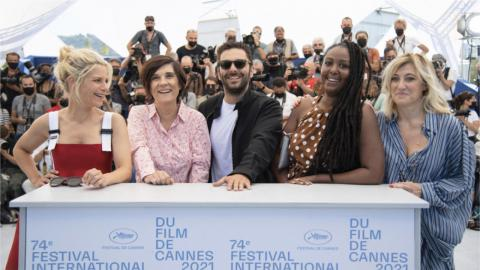 Cannes 2021: Marina Foïs, Catherine Corsini, Pio Marmaï, Aissatou Diallo Sagna and Valeria Bruni-Tedeschi at the photocall of La Fracture