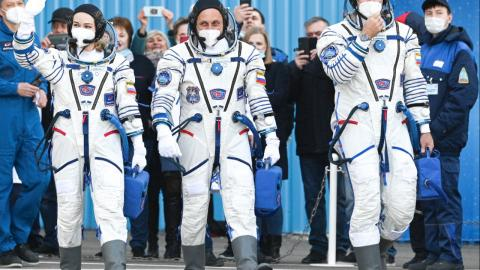Challenge: The crew consists of astronaut Anton Shkaplerov, actress Yulia Peresild and director Klim Shipenko