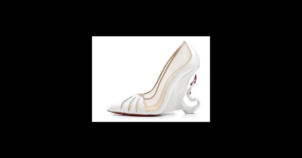 Royaume-Uni disponibilité ab32f fdf71 PHOTOS - Angelina Jolie : découvrez les escarpins qu'elle a ...