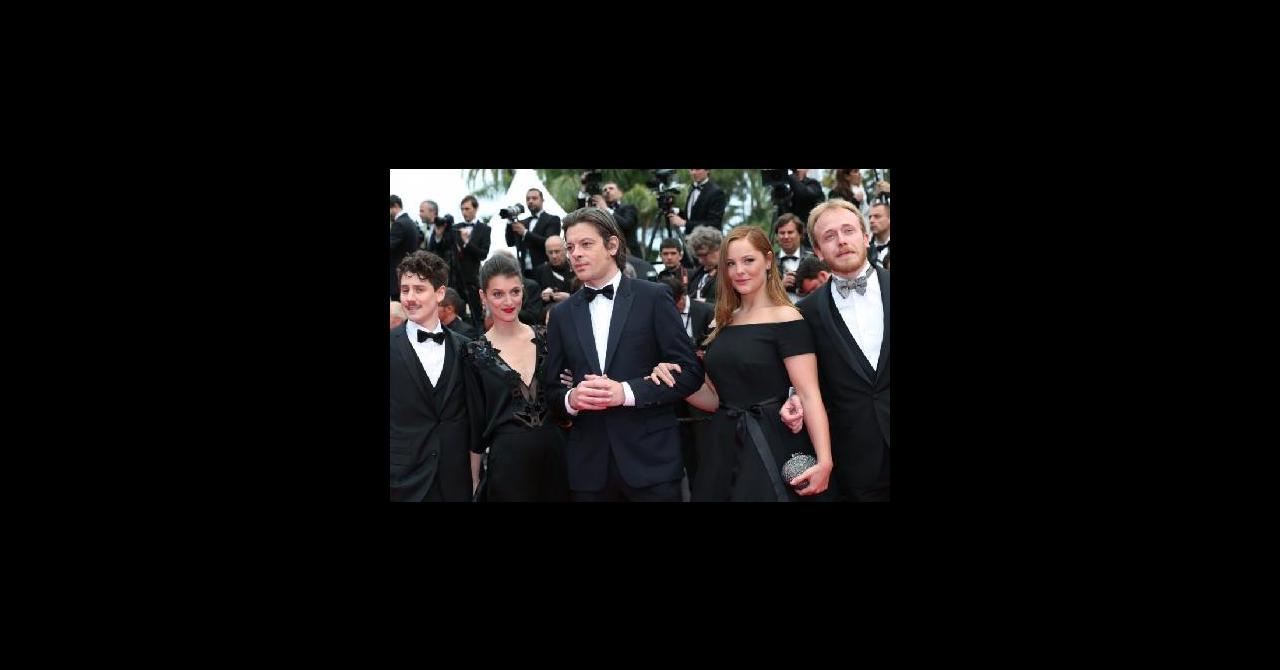 806ef8efa07 PHOTOS - Cannes 2014   Une actrice monte les marches dans une robe La  Redoute