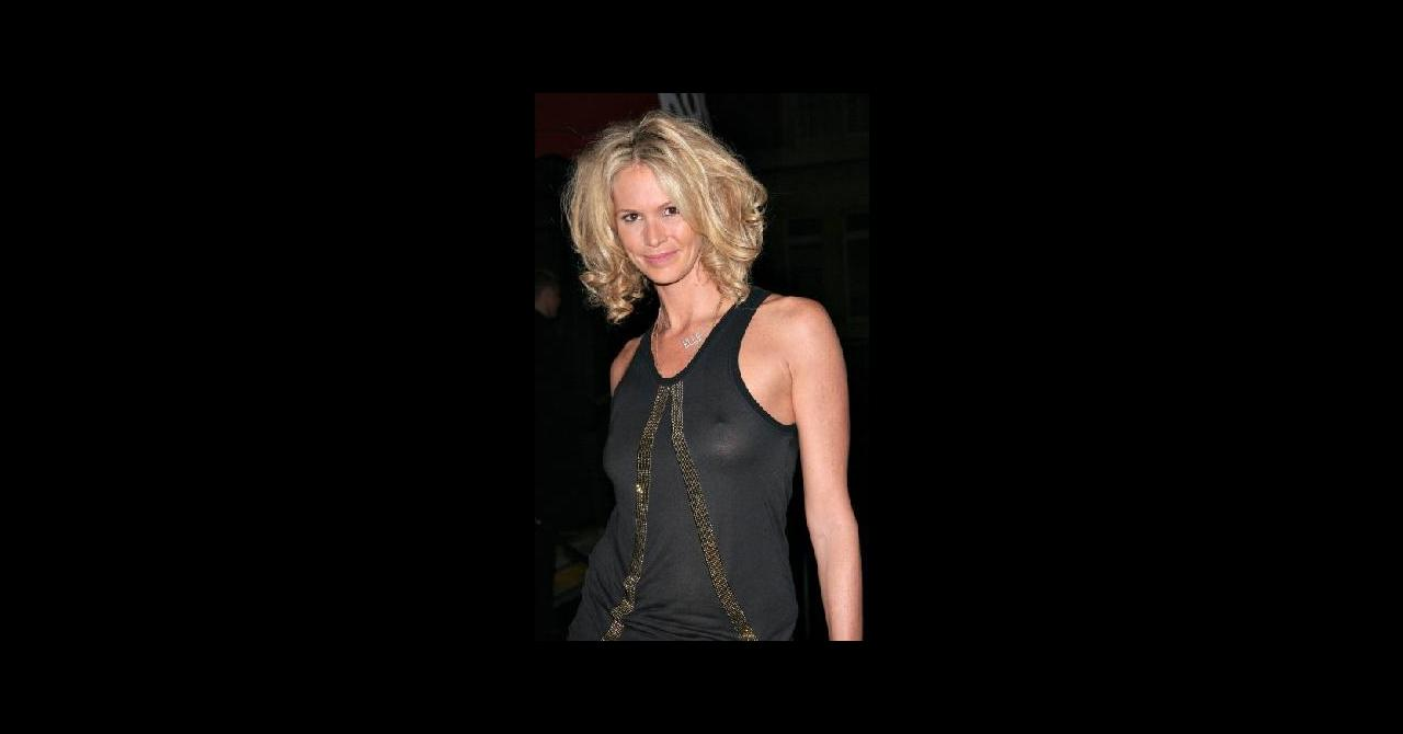 PHOTOS - Elle Macpherson nue à 30 ans, elle remet ça à 50