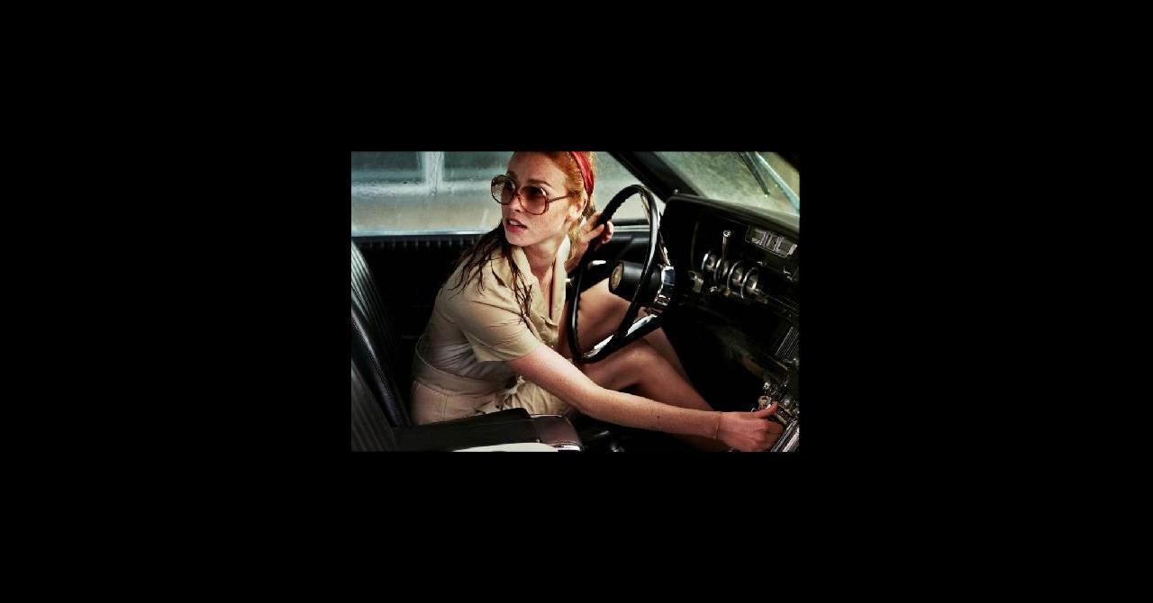 la dame dans l 39 auto avec des lunettes et un fusil 2015 un film de joann sfar. Black Bedroom Furniture Sets. Home Design Ideas