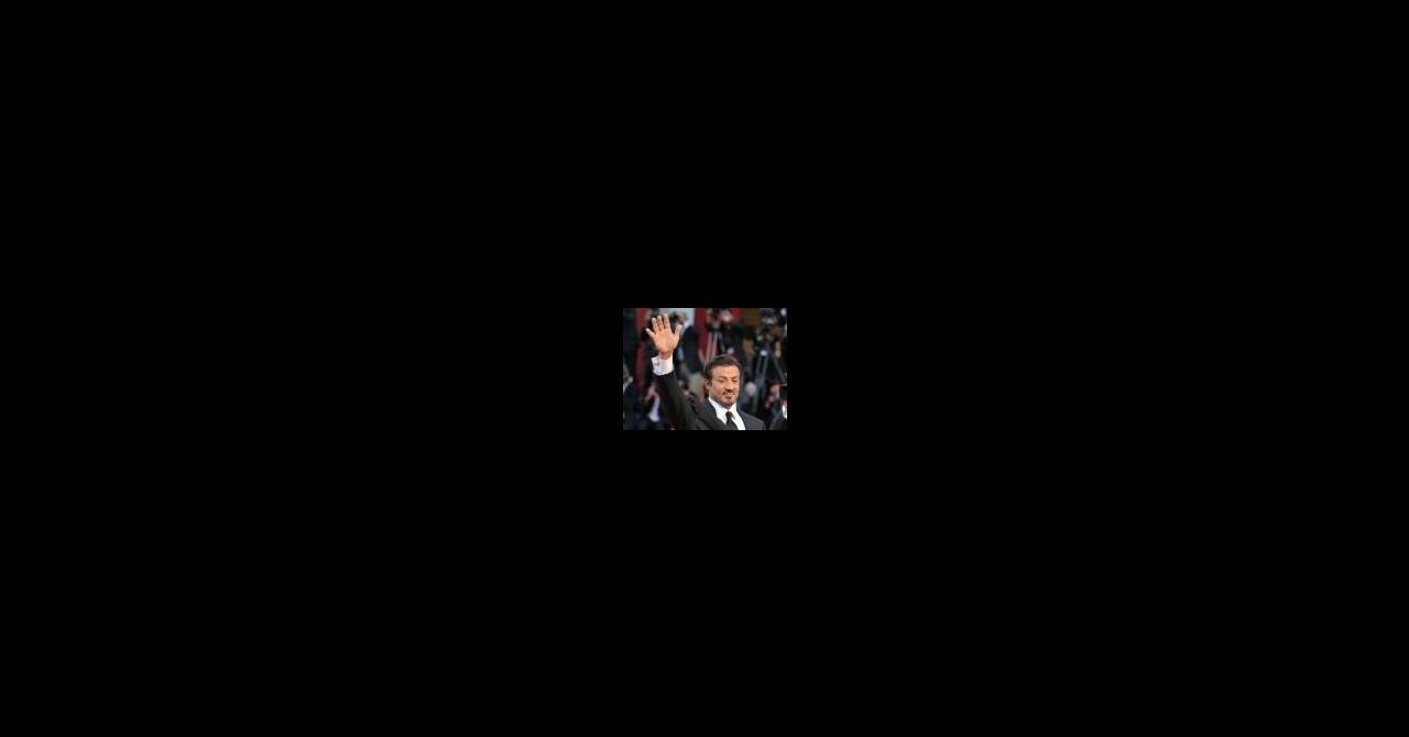 PHOTOS : Sylvester Stallone s'est coincé le bras ! | Premiere.fr