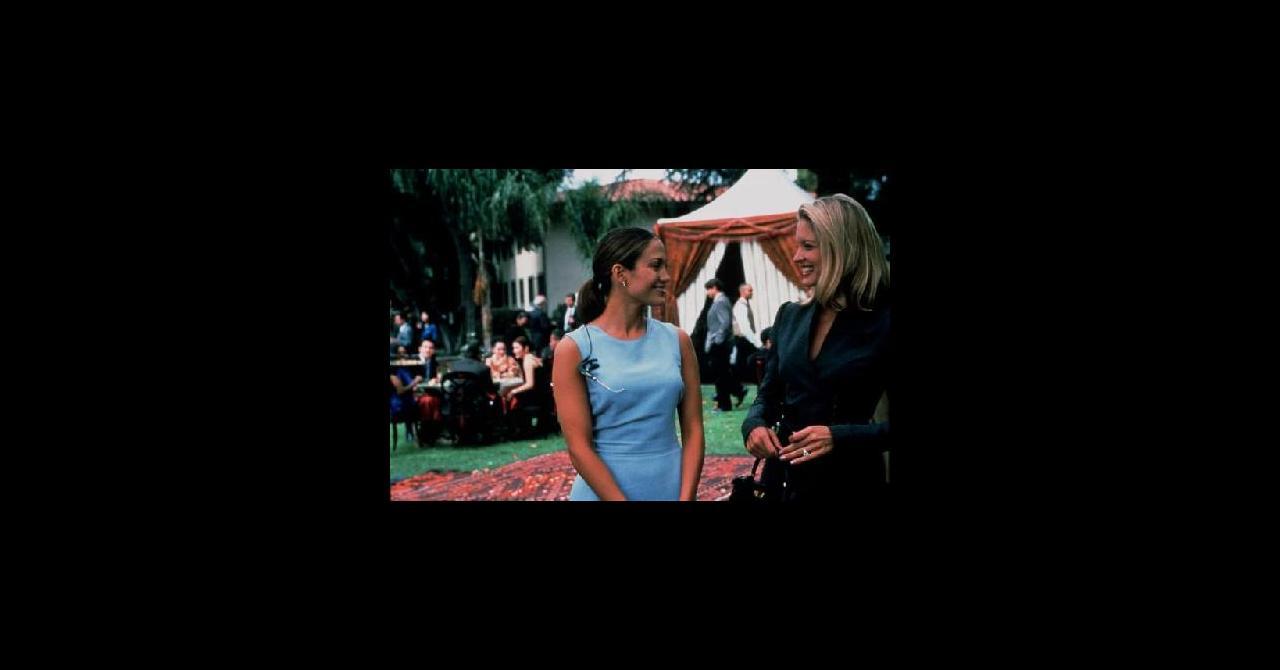 un mariage trop parfait 2001 un film de adam shankman news date de sortie. Black Bedroom Furniture Sets. Home Design Ideas