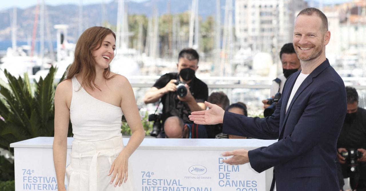 Cannes 2021: Joachim Trier presents Renate Reinsve during Julie's photocall (in 12 chapters)