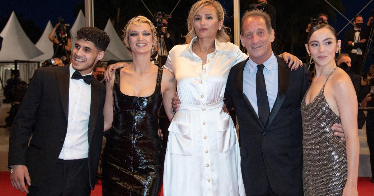 Cannes 2021: Laïs Salameh, Vincent Lindon, Julia Ducournau, Agathe Rousselle and Garance Marillier on the red carpet of Titane